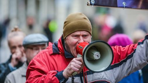 Протест против отмены налога на единственное жилье