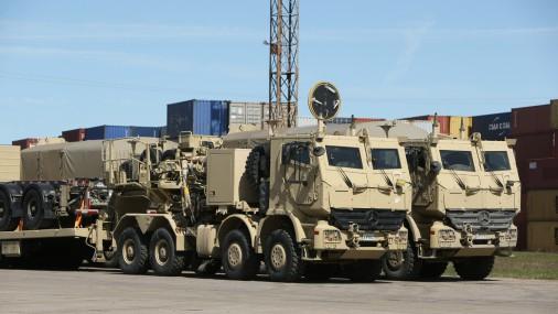 Latvijā ierodas Kanādas bruņoto spēku tehnika