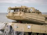 На пляж в Вентспилсе выгрузилась американская военная техника