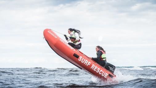 Красотки Латвийской ассоциации спасателей рассекают волны