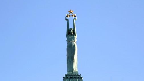 Svinīgi atklāj restaurēto Brīvības pieminekli