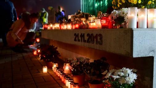 """В месте обрушения """"Maxima"""" вспоминают жертв золитудской трагедии"""