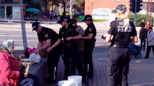 TVNET lasītāja foto: Policija pret tantiņām