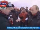 Putins un Medvedevs reportieriem demonstrē savu slēpotprasmi