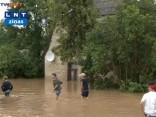 Lietus appludina Saldus mājas