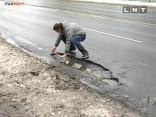 Eksperimentā mēra Rīgas ielu bedres