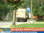 Viltus policists stādina automašīnas Jaunciema gatvē