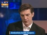 Sandis Ozoliņš satraukts par uzticēto godu nest valsts karogu