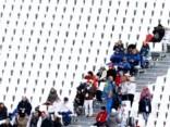 Olimpisko spēļu rīkotājiem jātaisnojas, kāpēc skatītāju tribīnes palikušas pustukšas