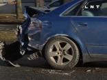 Kravas auto neuzmanības dēļ notiek smaga avārija