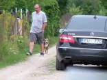 Ivars Bičkovičs ar savu mīluli darba auto dotas mājās
