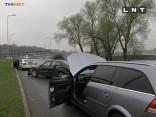 Šoferis no Lietuvas veic pārgalvīgu pagriezienu