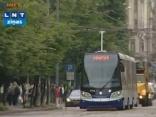 Rīgā sāk kursēt zemās grīdas tramvajs