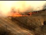 Ugunsdzēsēji cīnās ar milzu savvaļas ugunsgrēku Oklahomas štatā
