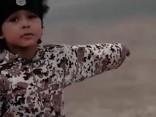 Teroristi četrus gadus vecam zēnam liek uzspridzināt auto ar gūstekņiem
