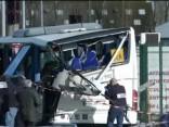 Francijā skolas autobusa un kravas mašīnas sadursmē gājuši bojā seši bērni