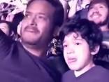 """Ar autismu slims zēns nespēj valdīt emocijas """"Coldplay"""" koncertā"""