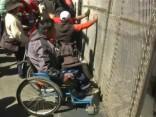 Bolīvijas policija pielieto asaru gāzi pret invalīdu demonstrācijas dalībniekiem