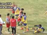 Video: Argentīnas futbolists nomirst pēc sitiena pa galvu