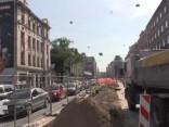 Haoss Brīvības un Pērnavas ielu krustojumā turpinās