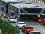 Vismaz vienā jomā ķīniešiem ir paveicies: varbūt viņiem vairs nebūs jāsēž tādos sastrēgumos
