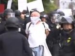 Trampa pretinieku un policijas sadursmēs Kalifornijā arestēti 35 cilvēki