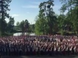 Simtiem Latvijas dejotāju vienojas kāzu uzveduma dejā
