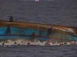 Nogrimstot trim migrantu kuģiem, Vidusjūrā gājuši bojā ap 700 cilvēku