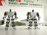 Noskaties: Ķīnā radīti dejojoši roboti