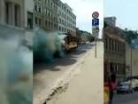 Pilsētniekus pārsteidz dūmojošs retrotramvajs