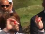 Donaldu Trampu Skotijā sagaida ar svastikām apzīmētām golfa bumbiņām