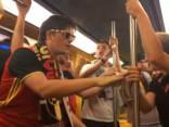 Noskaties: Beļģu līdzjutēji metas dejā Tulūzas metro