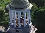 Video: Pārdrošs pārītis mīlējas klostera tornī. Sekss vistuvāk Dievam?