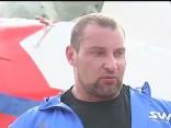 Белорус протащил самый большой в мире вертолет на 20 метров