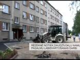 Rēzeknē notiek daudzdzīvokļu namu pagalmu labiekārtošanas darbi