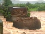 Sabrūkot tiltam, Indijā pazuduši 22 cilvēki