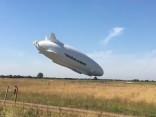 Pasaulē lielākais lidaparāts nolaišanās laikā pikējis un guvis bojājumus