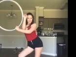 Hipnotizējoša deja ar riņķi - tu tā māki?