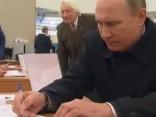 Vladimirs Putins ierodas uz Krievijas Valsts domes vēlēšanām