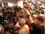 Ar skaļām ovācijām lidostā sagaidīti paralimpieši
