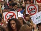 Tūkstošiem cilvēku Briselē protestē pret TTIP un CETA