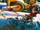 Kurš beigās samaksās par Barona ielā sabojāto velosipēdu?
