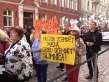 Mediķu protests pie Saeimas pulcē ap 300 līdz 350 cilvēku
