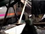 Aculiecinieka video: Pasažieru vilciena katastrofas vieta Ņūdžersijā