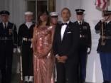 Obama žilbina spožajā vakarkleitā prezidenta atvadu vakariņās