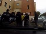 Francijas policija notver busiņu ar 17 nelegālajiem migrantiem
