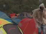 Imigranti Kalē pamet «Džungļu» pilsētiņu