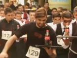 Jocīgā pasaule: Argentīnā noticis oficiantu skrējiens