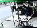 Ņujorkā vīrietis gaišā dienas laikā nozadzis spaini ar zeltu