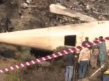 Sāk Pakistānā avarējušās lidmašīnas atlūzu izpēti